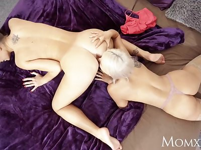 MOM Jenifer Jane taught pussy licking by stepmoms lesbian sister