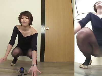 Japanese woman fails to hold in piss Subtitled